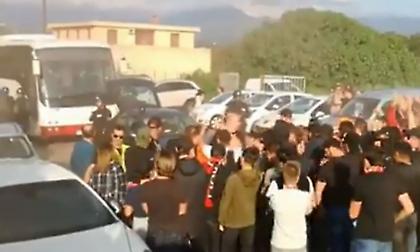Έριξαν πέτρες στο πούλμαν της Χάβρης – Αναβλήθηκε το μπαράζ (video)