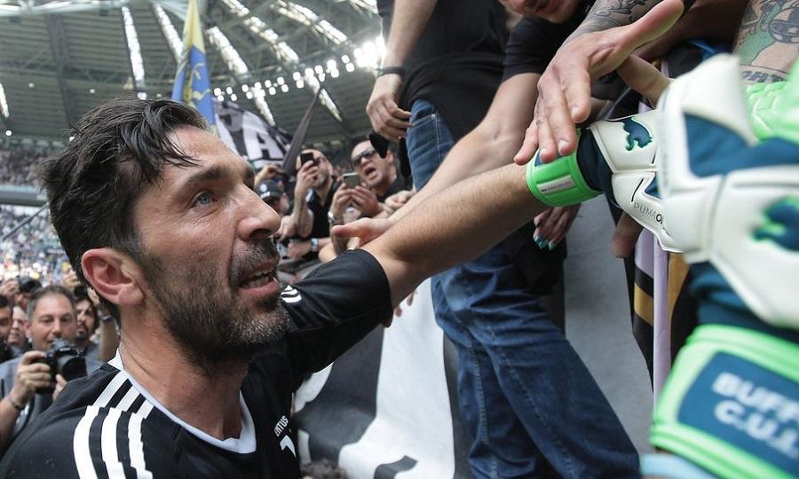 Ο Μπουφόν αποχαιρέτησε τον κόσμο της Γιουβέντους-Πλάνταξε στο κλάμα ένας πιτσιρικάς (pics/vids)