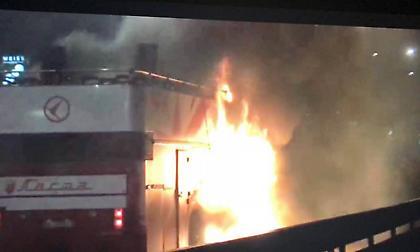 Παίκτης του Ερυθρού Αστέρα έβαλε φωτιά στο πούλμαν της φιέστας! (video/pics)