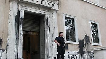 Συντονισμένη η επίθεση του Ρουβίκωνα στο ΣτΕ-Αφαντη η ΕΛΑΣ