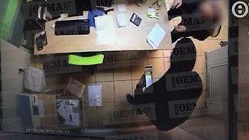 Καρέ-καρέ βίντεο με ληστή να κλέβει βενζινάδικο στο Ίλιον