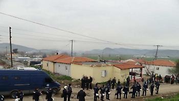 «Πόλεμος» αστυνομικών με τσιγγάνους στο Πυρί Θηβών - Ένας τραυματίας