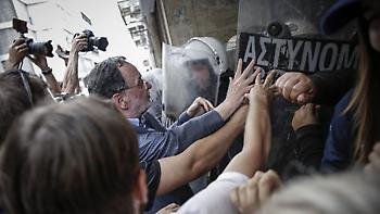 ΠΟΑΣΥ: Το υπ. Δημόσιας Τάξης ανέχεται τις επιθέσεις σε βάρος αστυνομικών έξω από συμβολαιογραφεία