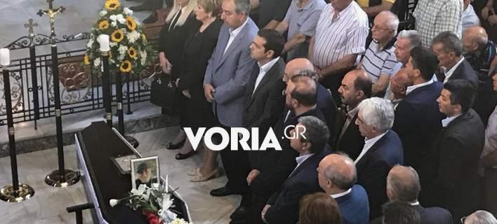 Πλήθος κόσμου στην κηδεία του Χάρρυ Κλυνν-Παρών και ο πρωθυπουργός Αλέξης Τσίπρας