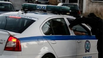 Πυρπόλησαν αυτοκίνητα - πειστήρια εγκλήματος έξω από το Αστυνομικό Τμήμα Ασπροπύργου