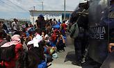 Εκατοντάδες πρόσφυγες εγκαταλείπουν τη Μόρια λόγω των επεισοδίων (video)