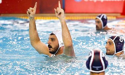 Ο… βασιλιάς της πισίνας είναι «ερυθρόλευκος»!