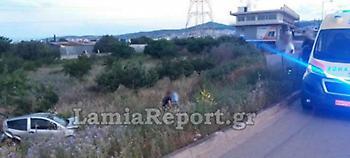 Τροχαίο στη Λαμία -Το αυτοκίνητο κατέληξε μέσα σε χωράφι (pics)