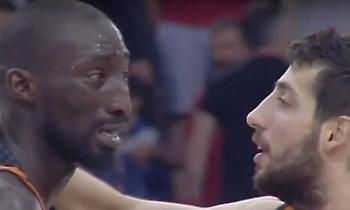 Απίστευτη σκηνή στο ΣΕΦ: Έκλαψαν οι Φαγέ και Λίποβι μετά την ήττα από τον Ολυμπιακό (vid)