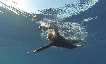 Ο Σπύρος Χρυσικόπουλος θα κολυμπήσει 140 χλμ. σε 48 ώρες! (pics)
