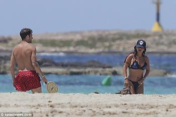 Ο Σεσκ και η σέξι Ντανιέλα στην Ίμπιζα (pics)