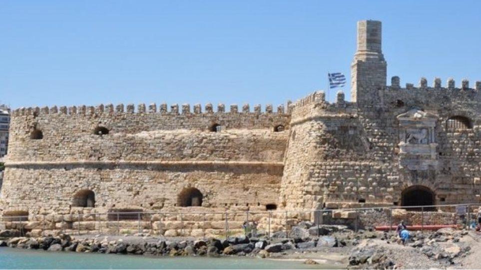 Αλιευτικό βυθίστηκε στο λιμάνι του Ηρακλείου