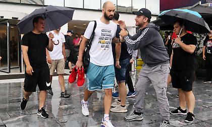 Αποθεώθηκε η αποστολή του Ολυμπιακού στο ξενοδοχείο (pics/video)
