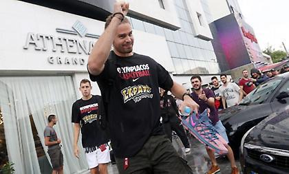 Οπαδός σε Μπόγρη: «Κοπελιά, θα περάσεις καλά σήμερα!» (video)