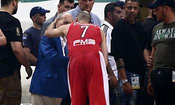 Αγκάλιασε τον Θανάση Γιαννακόπουλο ο Σπανούλης (vid/pics)
