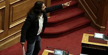 Φωνάζοντας «η Μακεδονόια είναι ελληνική» βγήκε από την ΓΑΔΑ ο Μπαρμπαρούσης (video)