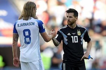 Ο τυχερός Ισλανδός που πήρε τη φανέλα του Μέσι (pic)