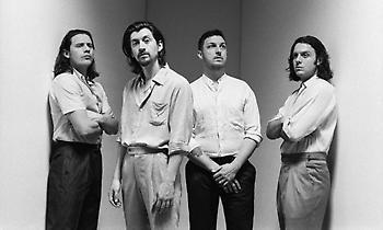 Με όλα τα βαριά χαρτιά τους έρχονται στο Rockwave Festival οι Arctic Monkeys