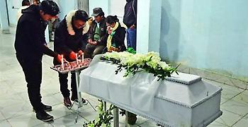 Ο γιος τους εμφανίστηκε στην… κηδεία του την ώρα της αγρυπνίας