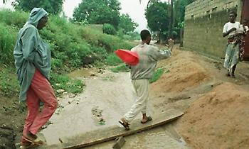 18 νεκροί από τις καταρρακτώδεις βροχές στο Αμπιτζάν