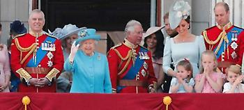 Ο πρώτος γκέι γάμος στη βρετανική βασιλική οικογένεια: Ποιος παντρεύεται τον Αμερικανό φίλο του
