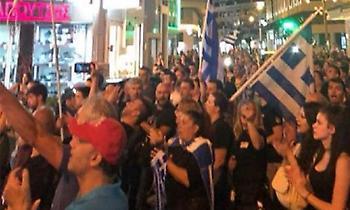 Διαδήλωση στις Σέρρες με κρεμάλες: Συνθήματα κατά των βουλευτών ΣΥΡΙΖΑ-ΑΝΕΛ (pics/video)
