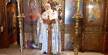 Επίθεση ιερέα κατά των ΣΥΡΙΖΑ ΑΝΕΛ: Είναι προδότες φτύστε τους (video)
