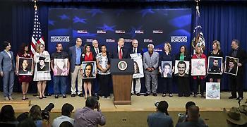 Ο Τραμπ υποδέχτηκε θύματα παράτυπων μεταναστών στον Λευκό Οίκο