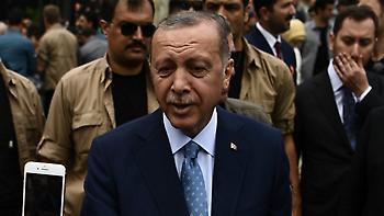 Θρίαμβος Ερντογάν, εκλέγεται πρόεδρος από τον α' γύρο και παίρνει και τη Βουλή
