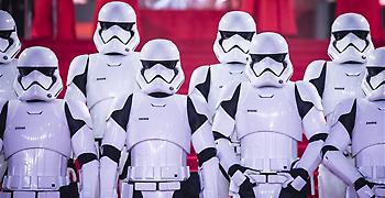 Ο Stormtrooper του Star Wars πιο δημοφιλής από τον Δαβίδ του Μικελάντζελο!