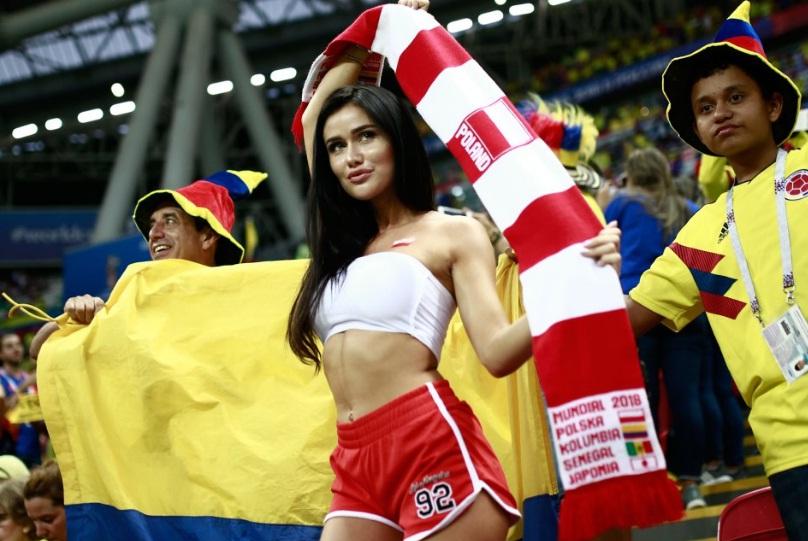 Η Πολωνία δεν θα λείψει από το Μουντιάλ. Η θηλυκή κερκίδα όμως σίγουρα (pics)