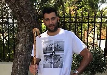 Με την... γκλίτσα του στη Σύρο ο Μπουρούσης (video)