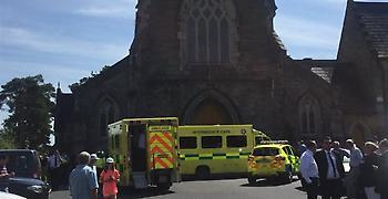 Όχημα παρέσυρε πεζούς έξω από εκκλησία στο Δουβλίνο. Τέσσερις οι τραυματίες