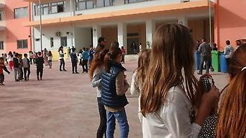 Ο υπουργός Παιδείας απαγορεύει στους μαθητές να έχουν κινητά τηλέφωνα στο σχολείο
