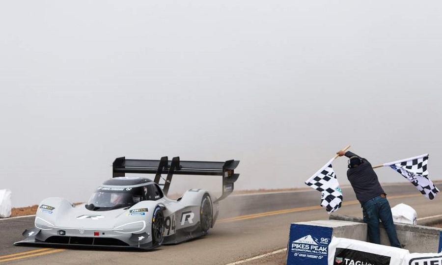 H VW έγραψε ιστορία, σπάζοντας ρεκόρ στο Pikes Peak