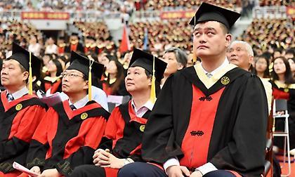 Πτυχιούχος οικονομικών στα 38 ο Γιάο Μινγκ!