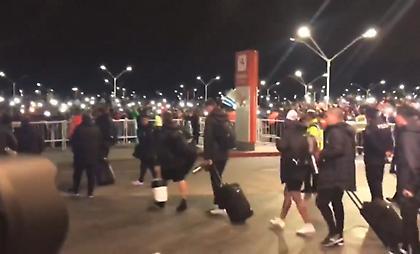 Ανατριχίλα: Χιλιάδες Ουρουγουανοί αποθέωσαν τους παίκτες και τον Μουσλέρα (video)