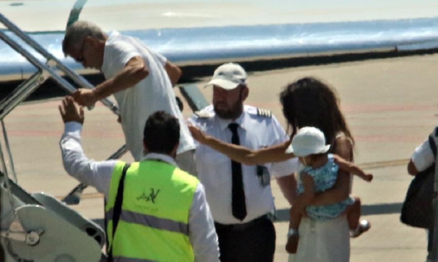 Υποβασταζόμενος ο Κλούνεϊ φεύγει από την Σαρδηνία – Τι είπε ο παππούς που τον χτύπησε (pics)