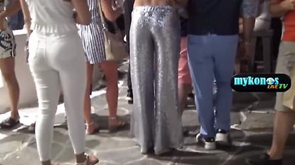 Δίμετρο μοντέλο με λαμέ παντελόνι στα Ματογιάννια (video)