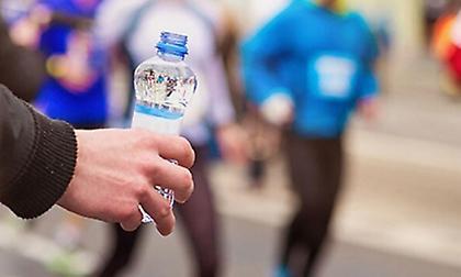 6 ροφήματα που δεν πρέπει να πιείτε ποτέ πριν τρέξετε