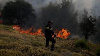 Yπό μερικό έλεγχο τα πύρινα μέτωπα στην Κρήτη
