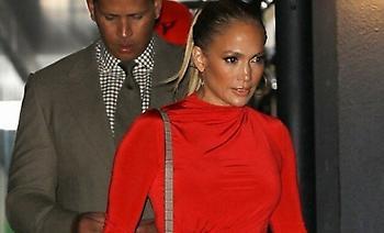 Τζένιφερ Λόπεζ: Με κατακόκκινο σούπερ μίνι φόρεμα σε βραδινή έξοδο