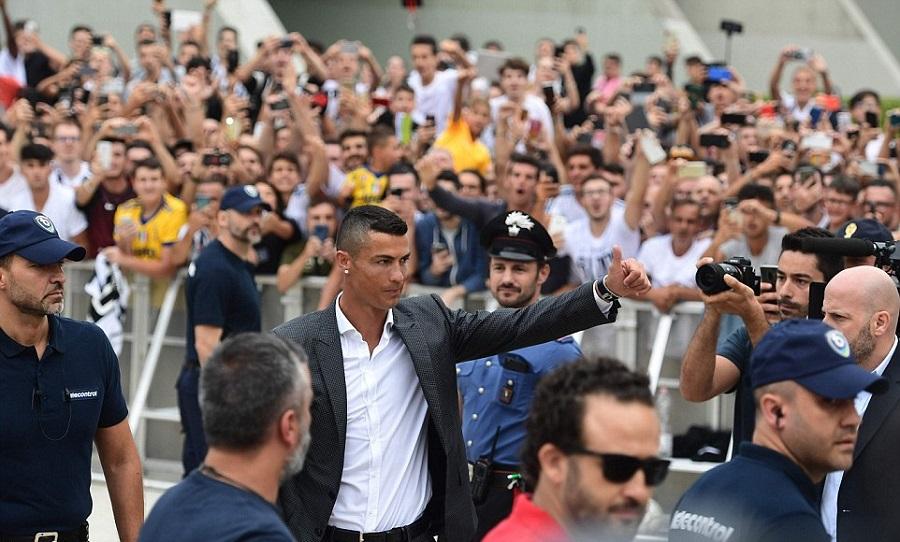 Χαμός στο ιατρικό κέντρο της Γιουβέντους από οπαδούς για να δουν τον Ρονάλντο (pics & vid)