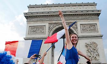 Η υποδοχή των παγκόσμιων πρωταθλητών στη Γαλλία (live)