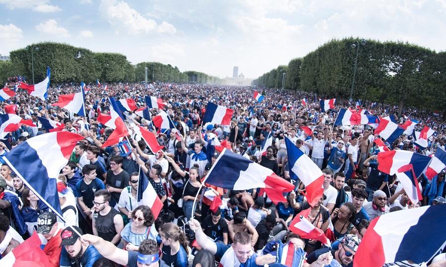 Υποδοχή ηρώων στο Παρίσι για τους θριαμβευτές της Ρωσίας! (videos)
