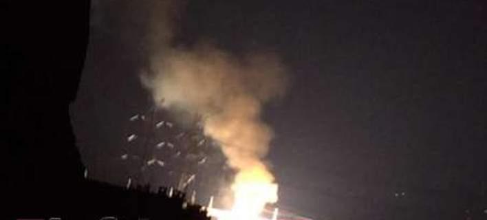 Εκρήξεις σε πυλώνα της ΔΕΗ στο Κρυονέρι -Στο πόδι οι κάτοικοι