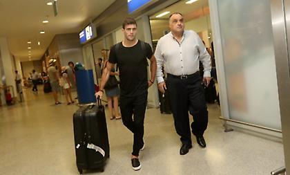 Στην Αθήνα για την ΑΕΚ ο Μπογέ (pics/video)