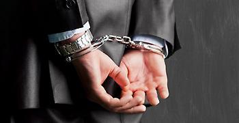 Πήγε στη Βουλή και συνελήφθη για φοροδιαφυγή!