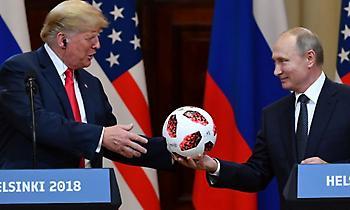 Οι Αμερικανοί κάνουν έλεγχο ασφαλείας στην μπάλα που χάρισε ο Πούτιν στον Τραμπ