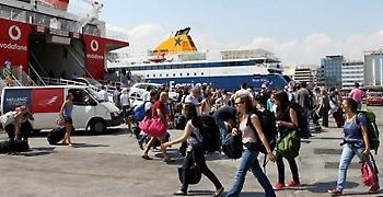 Μεγάλη και αυτό το Σαββατοκύριακο η έξοδος των εκδρομέων από τα λιμάνια